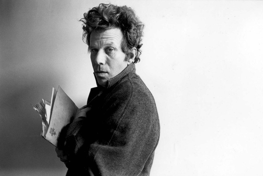 """ca.0224.waits2.Tom Waits, 1989, singer, songwriter, poet, actor ññ TOM WAITS takes a new direction as a stage actor, appearing in the play 'DEMON WINE"""" at the LATC. """"It's nice not being the musician for a change."""" Photo shot Feb. 2, 1989 by Ellen Jaskol/LA Times. Photo credit: LOS ANGELES TIMES"""